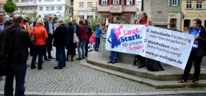 """JUler demonstrieren gemeinsam mit der """"Elterninitiative Zukunft Esslinger Schulen"""" für den Erhalt der Haupt- bzw. Werkreal- und Realschulen."""